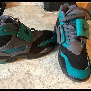 Gently used Men's Nike- Diamond Turf